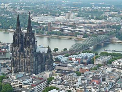 Kölner Dom001 (Flight over Cologne).jpg